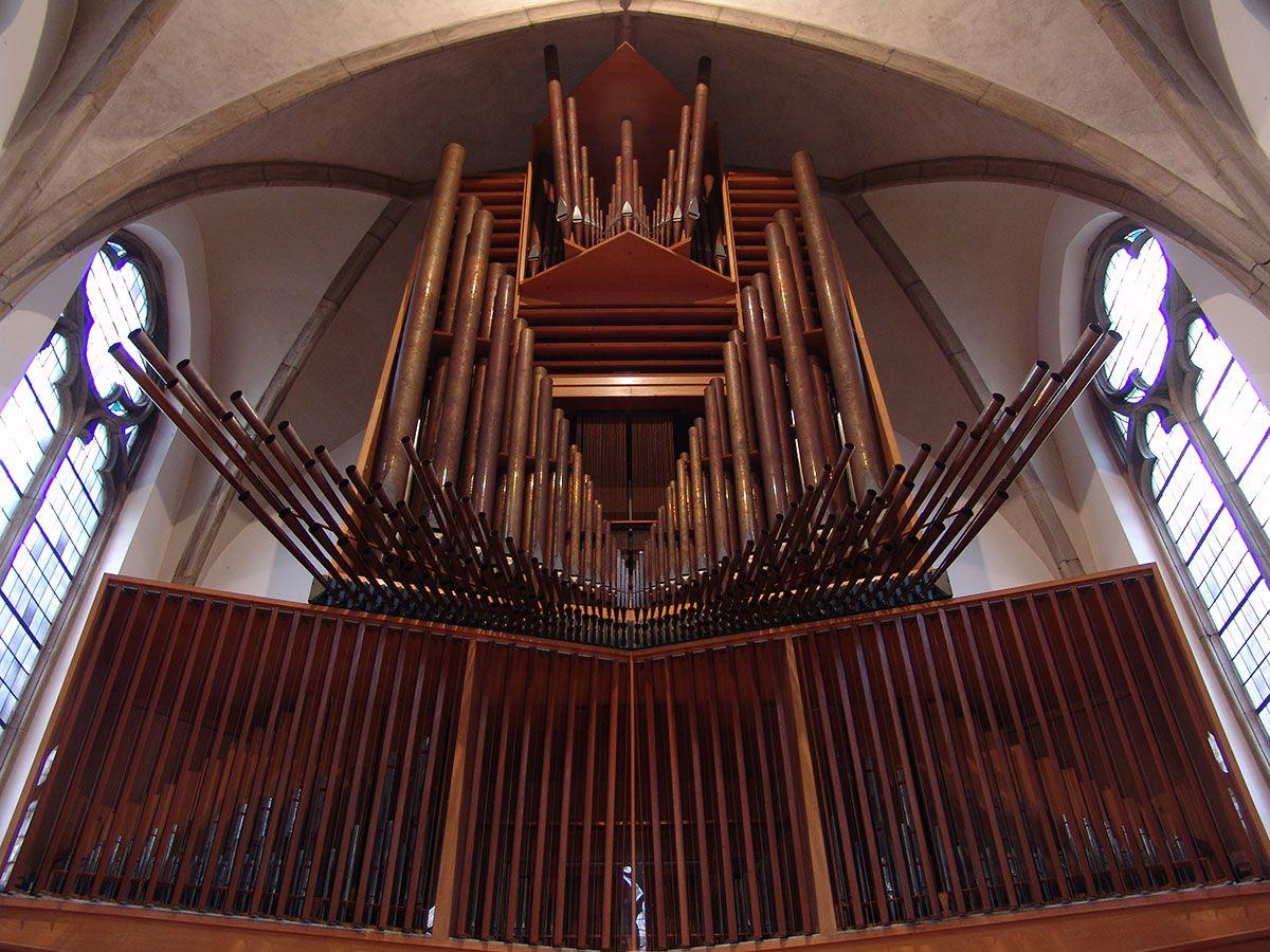 Rieger-Orgel Ansicht von unten Friedenskirche Krefeld