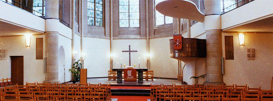 Innenansicht Altar Friedenskirche Krefeld